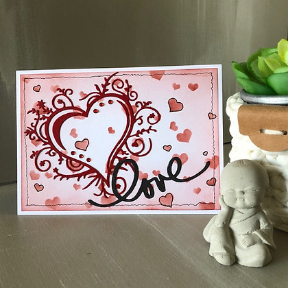 Carte ''Love'' avec grand coeur et petites perles rouges