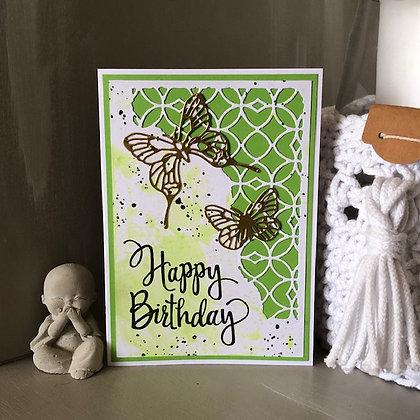Carte ''Happy Birthday'' avec papillons dorés sur fonds vert.