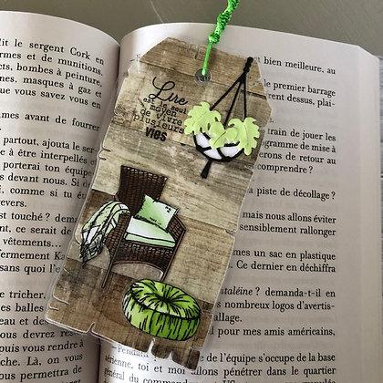 Marque page ''Lire est le moyen de vivre plusieurs vies''