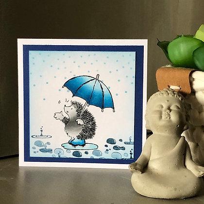 Petite carte sans texte, avec hérisson sous la pluie