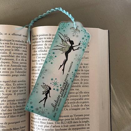 Marque page avec petites fées, dans les tons turquoises