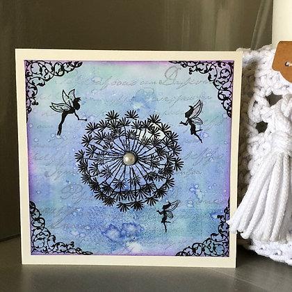 Carte sans texte avec petites fées, tons bleus-violets
