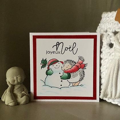 Petite carte ''Joyeux Noël'' avec hérisson et bonhomme de neige