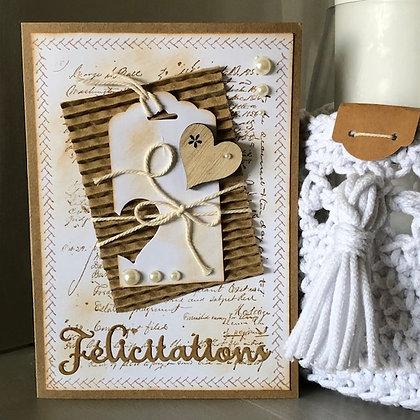 Grande carte ''Félicitations'' avec carton ondulé et coeur en bois