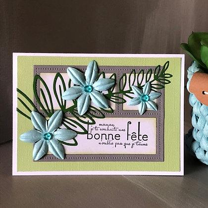 Carte ''Bonne fête maman'' avec fleurs bleues claires