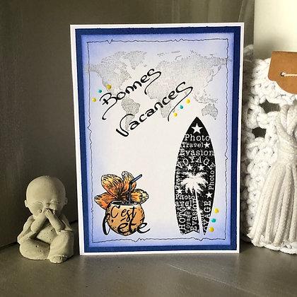 Carte ''Bonnes vacances'' avec une planche de surf