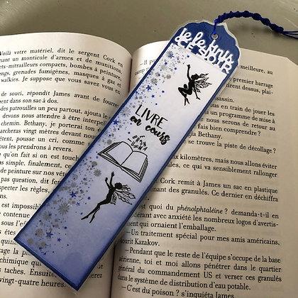 Marque page ''Livre en cours, je le finis ce soir'' dans les tons bleus avec pet