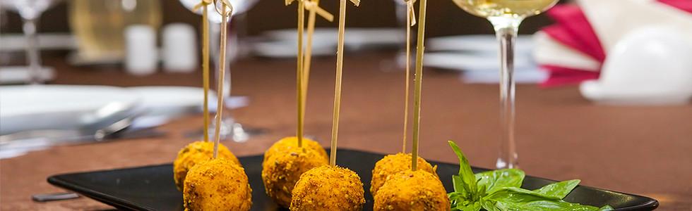 Сырные шарики из мягкого сыра