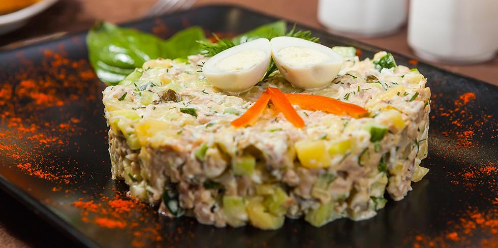 Наш любимый салат оливье.