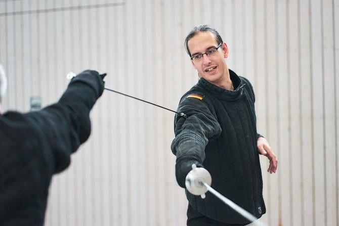 Der Trainer des Fechtboden Zimmermann bei einer Einzellektion im Fechten