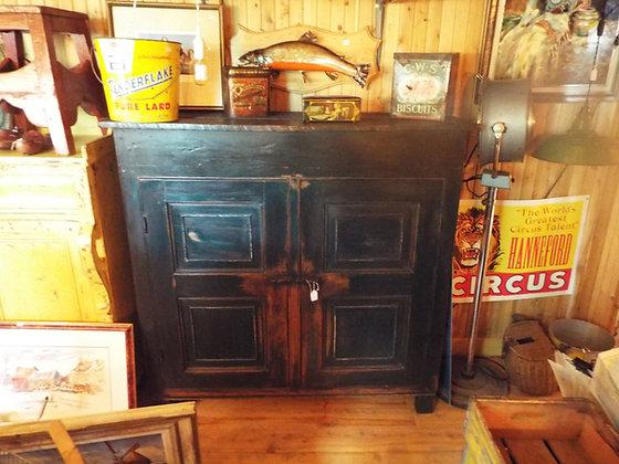 3179  Magnifique armoire en pin clous de forge