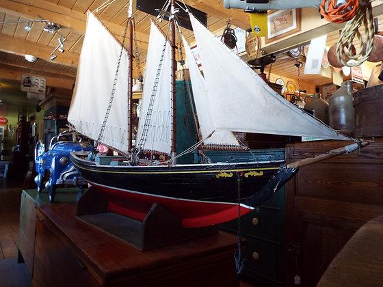 4174 Magnifique voilier en bois tres rare