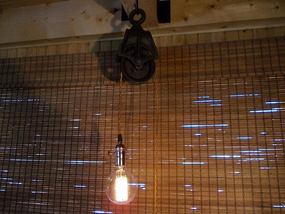 5042  Lampe a fil et poulie