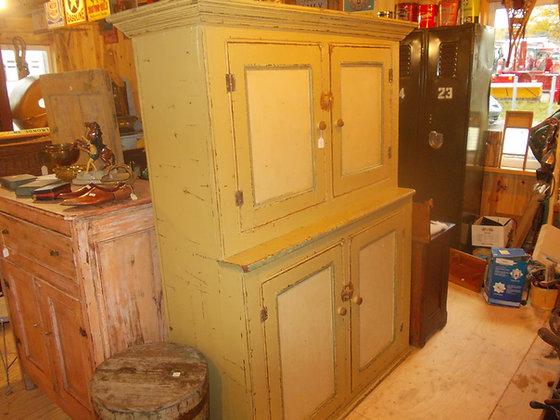 3114 Superbe armoire clous carrés impécable