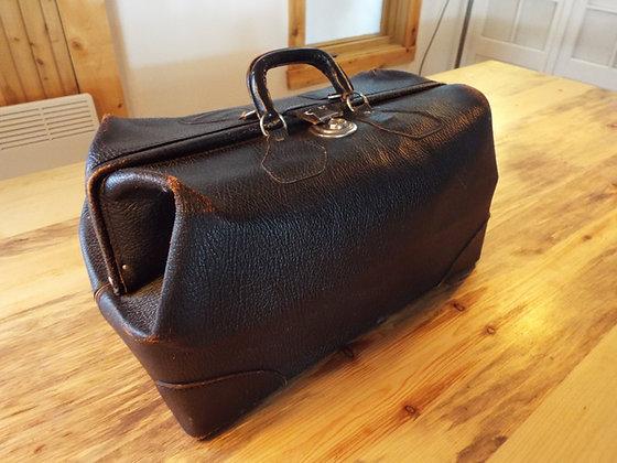 4632 Très belle valise de médecin