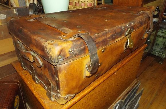 3686 Très belle valise en cuir