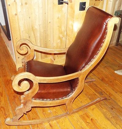 3700 Magnifique chaise berçante provenant du vieux Québec