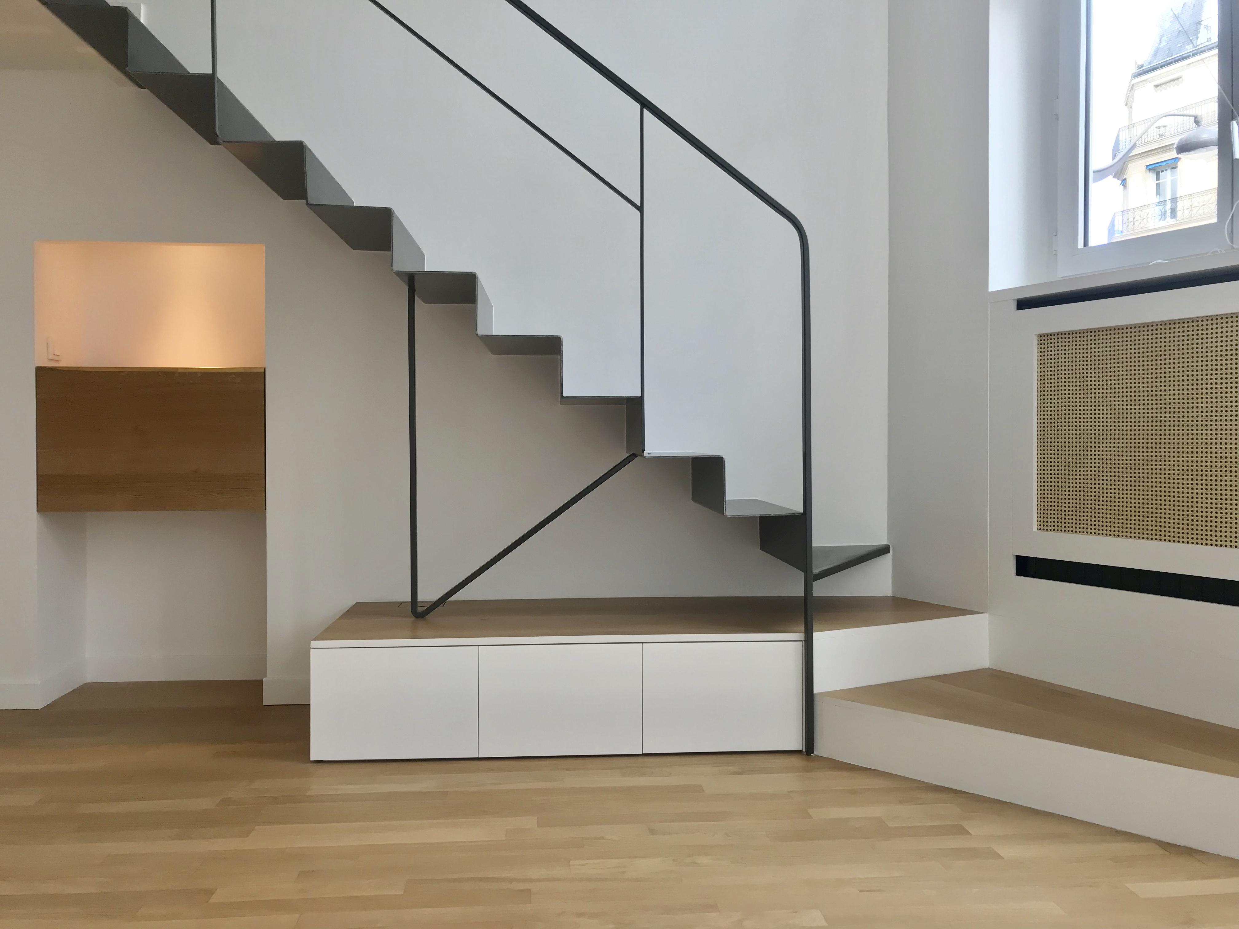 Escalier salon noir