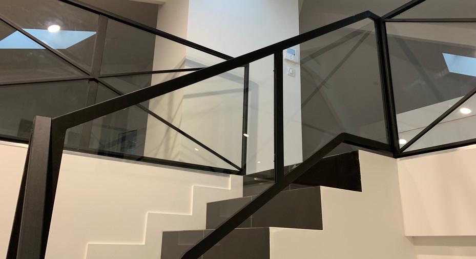 Rembarde, barrière noir pour escalier. Rembarde escalier noir