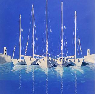 Cinq bateaux blancs