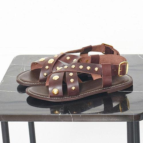 Sandalia tachuelas marrón