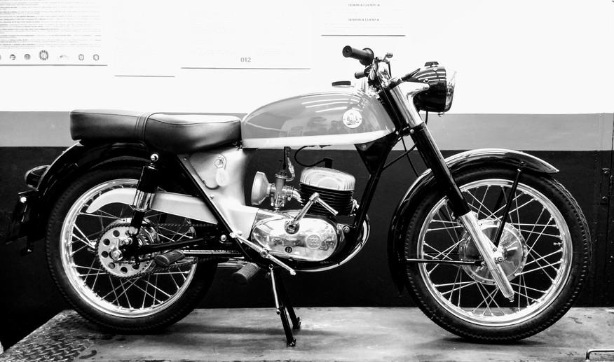 Reparación Restauración en Motos Chamorro