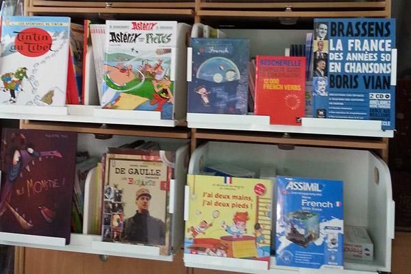 Quelques livres en rayon dans le van