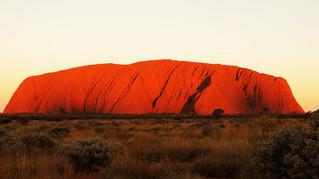 Le rocher Uluru est-il un mirage dans l'Outback Australien ?