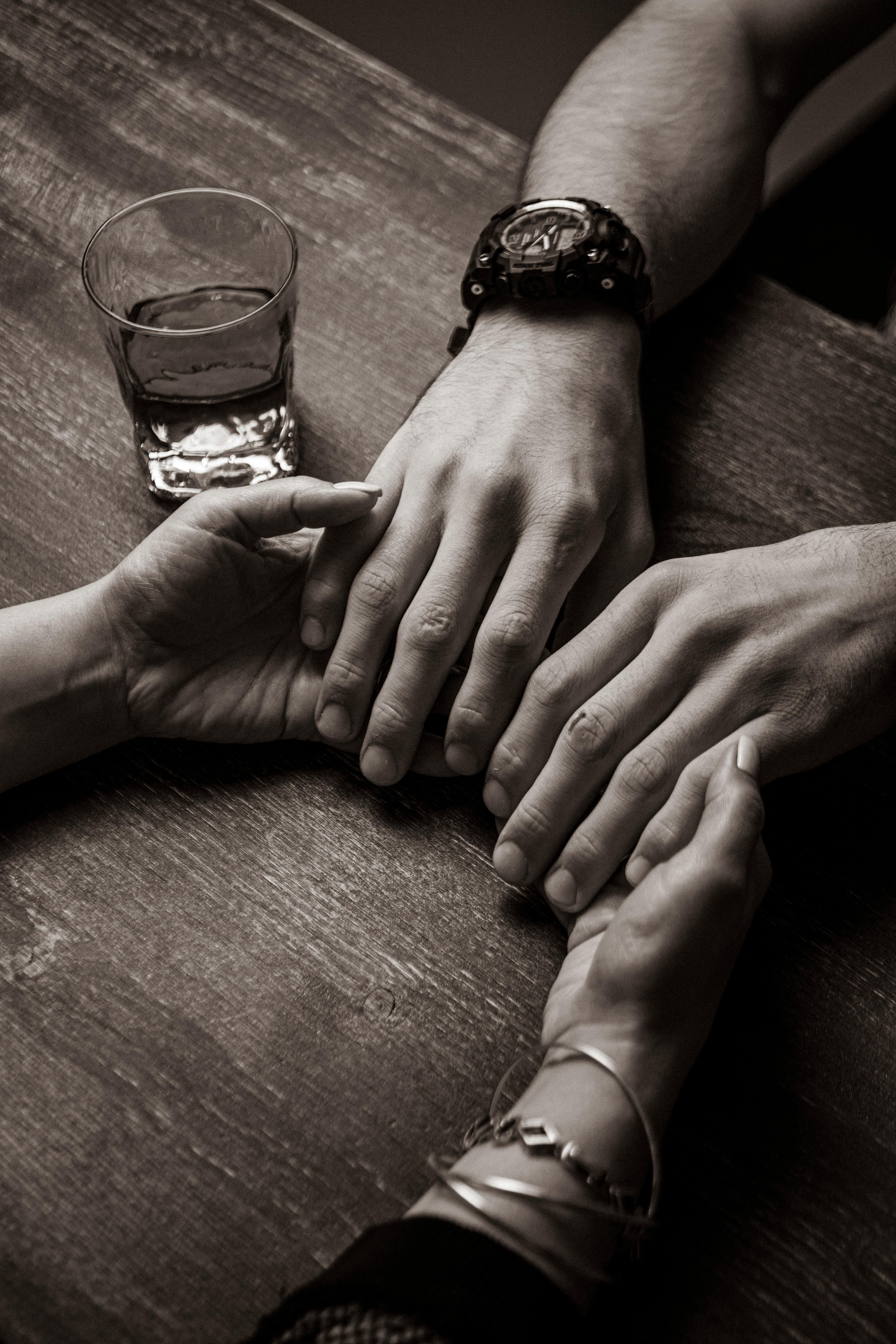 Пилинг рук скрабом + массаж с кремом