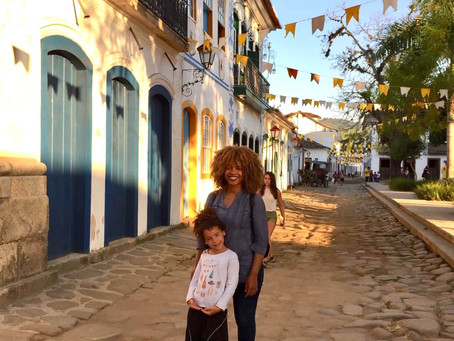 PARATY with Kids – A CHARMING ELF BETWEEN TWO GIANTS