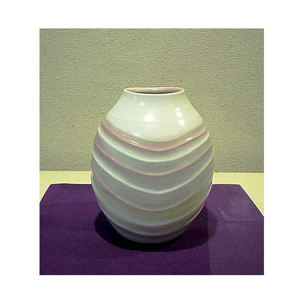 白釉彫紋紅彩壺