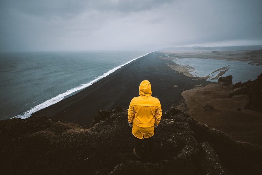 Explorer on the icelandic tour, traveling across iceland discovering natural destinations_