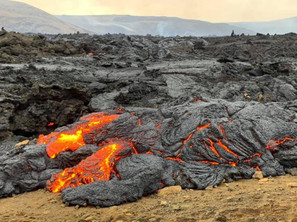 Floading magma from fagradalsfjall Volcano in Iceland_3x.jpg