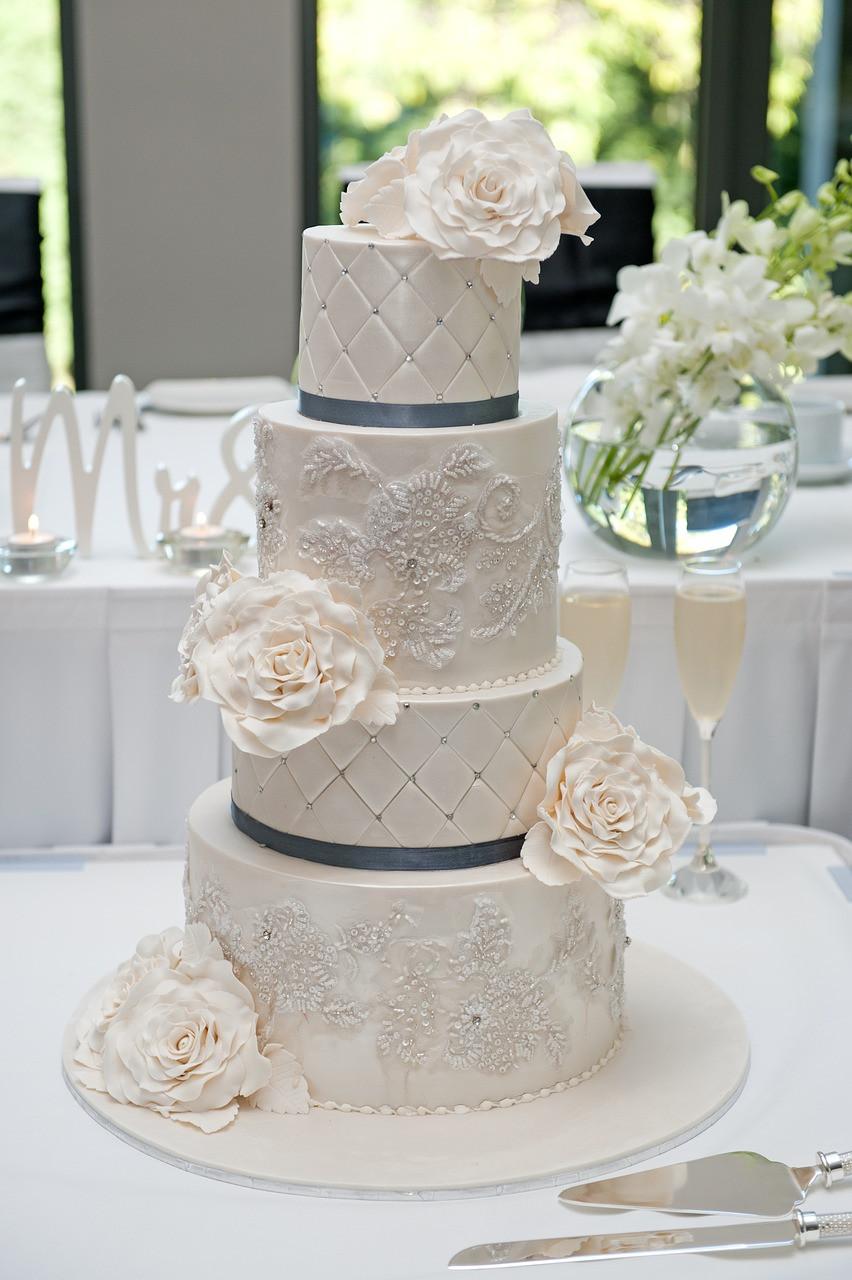 torta de bodas; torta de bodas de acuerdo a la decoración