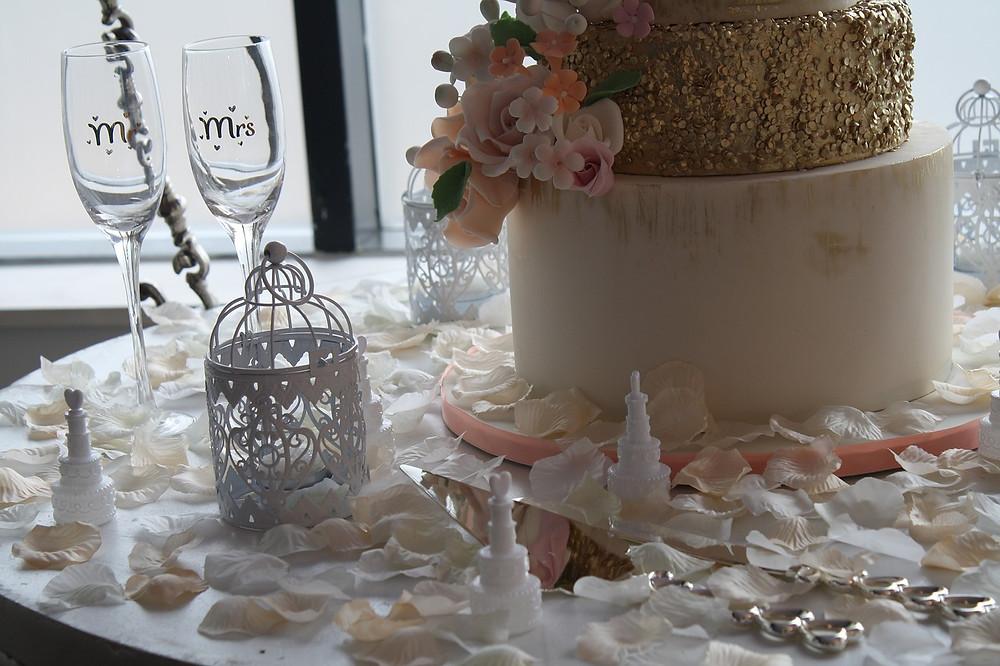boda romántica; arreglo mesa de torta de bodas