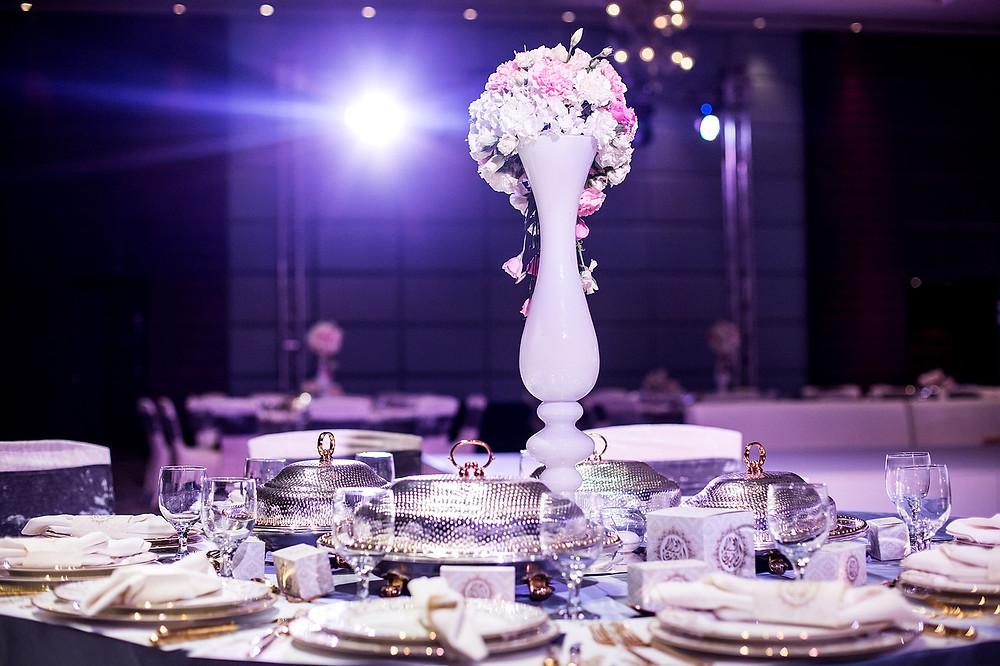 boda glam; decoración de mesa