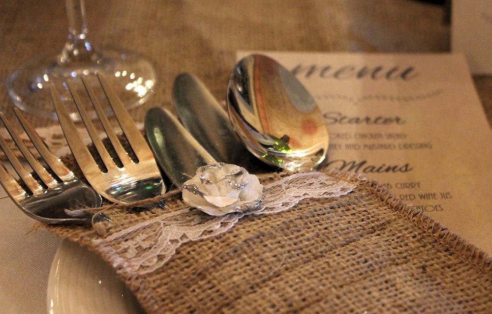 boda campestre; cubiertos
