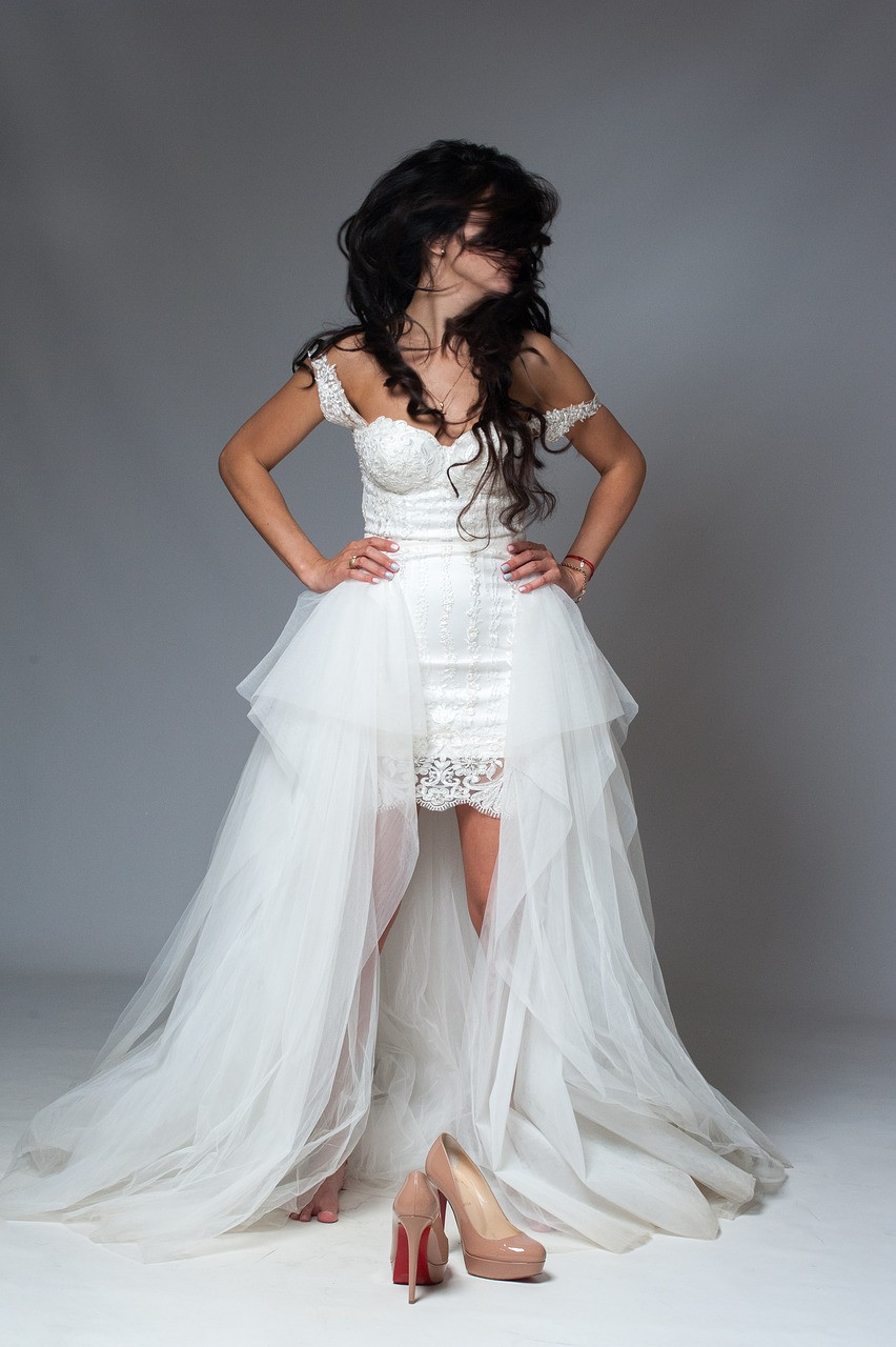 vestido de novia corto con falda encima