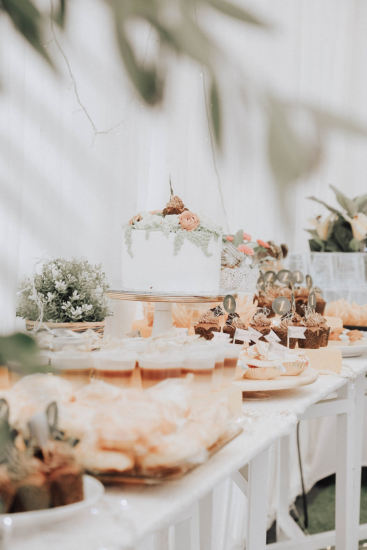 mesa de postres; menú informal; catering de bodas