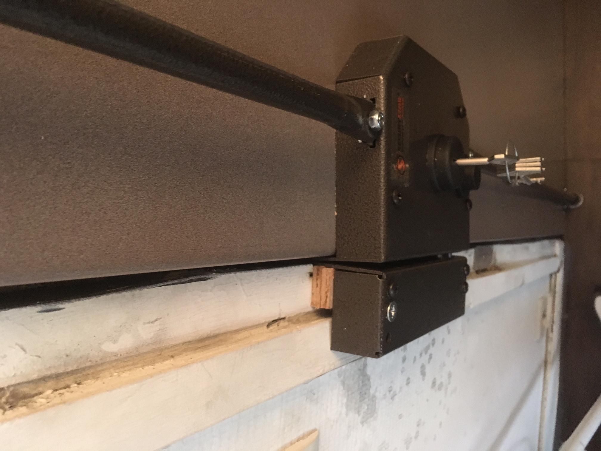 Barre de pivot et bloc serrure