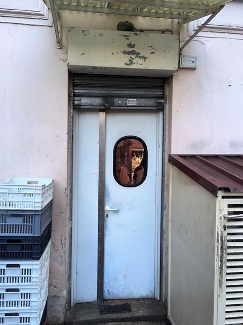 Remplacement d'une porte de service
