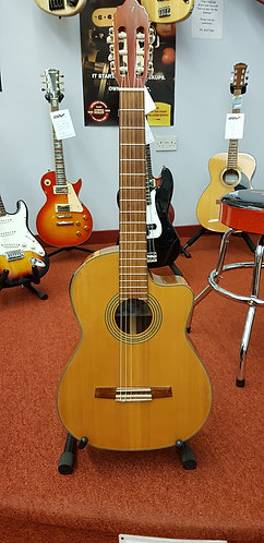 Pre-owend Valencia CG50CE full size classical with case