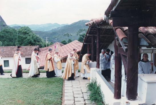 D. Licínio em procissão interna no Mosteiro