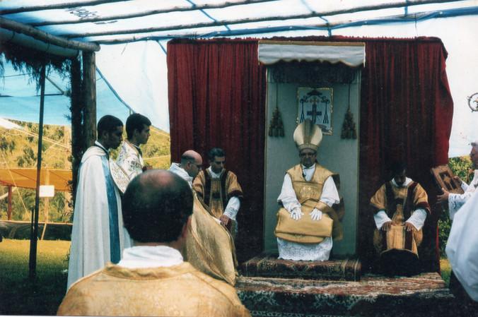 D. Licínio reza Missa Solene no Mosteiro