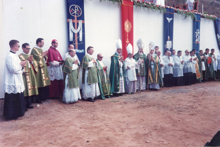 Visita dos quatro bispos da Fraternidade à União Sacerdotal São João Maria Vianney
