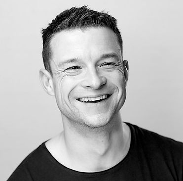 Ryan Wichert is a professional screen and stage actor as well as a Native Speaker Voice Over - with over 10 years experience. He is currently based in Berlin.