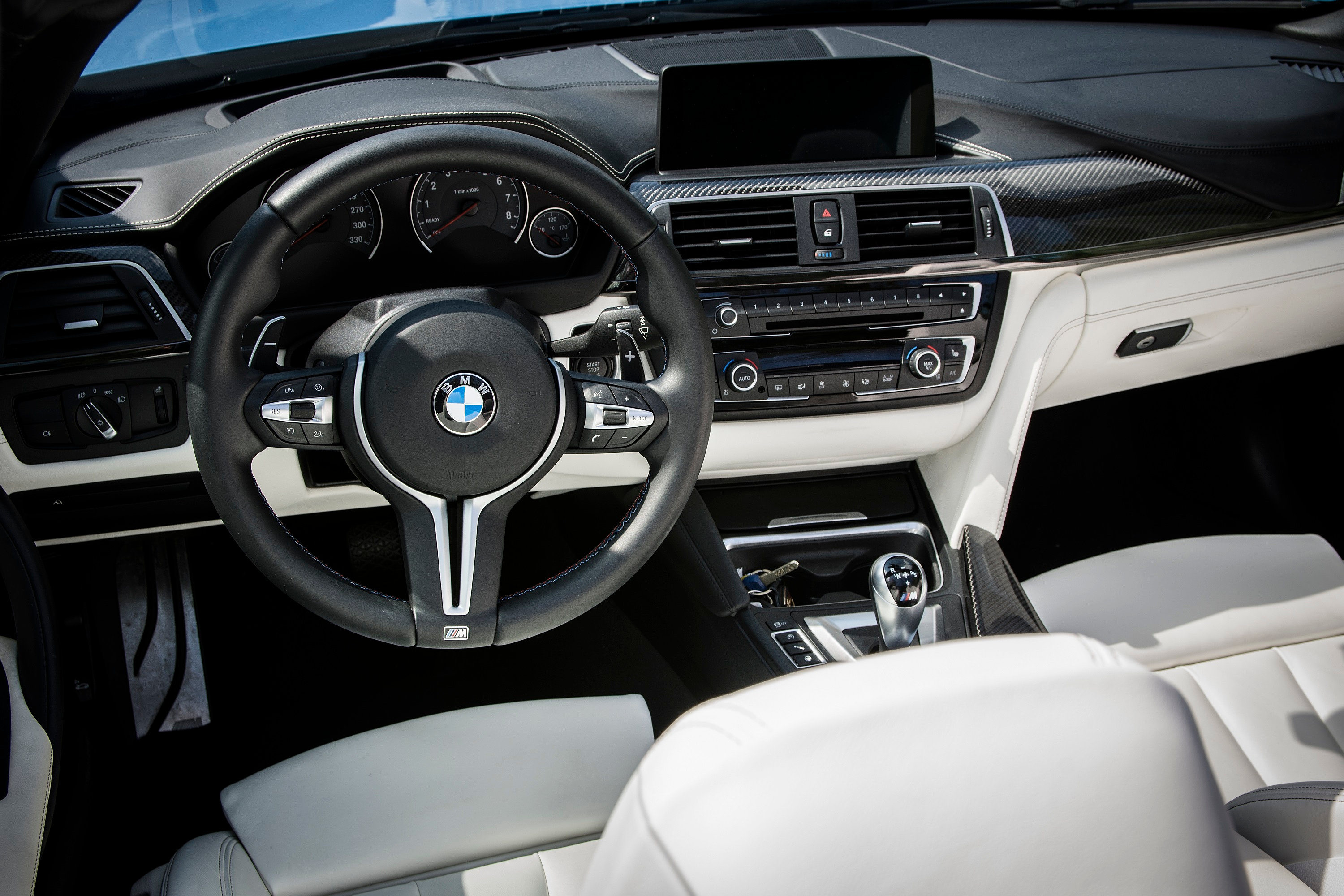 sportwagen mieten luxusautovermietung bmw m4 cabrio mieten. Black Bedroom Furniture Sets. Home Design Ideas