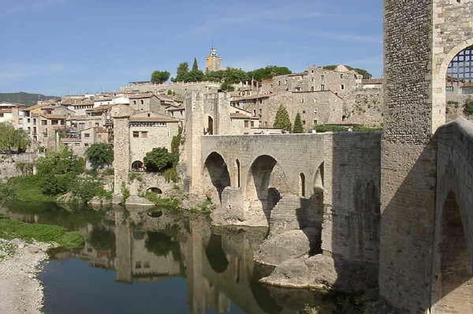 besalu roman bridge