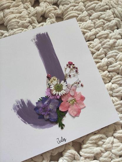 Initiale peinture fleurie