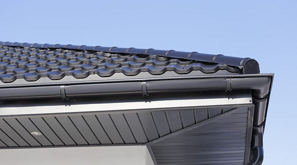 lindab gutter and anthracite grey soffit